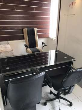 Yagnike toad touch semi furnished office rent par apvani che