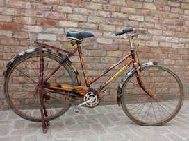 """Bicycle in good condition 18"""" ladies cycle."""