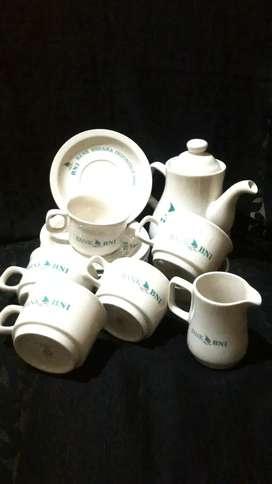 Tea set putih souvenir BNI yg anggun