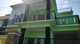 Disewakan rumah 2lantai ada 5kmr di Padang sambian