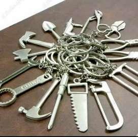 Gantungan kunci bentuk perkakas
