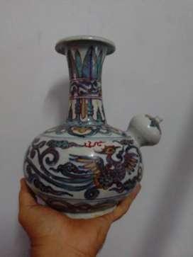Teko antik motif burung Hong. Cina kuno