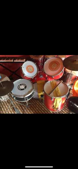 Drumset with 4 drums and 2 disc
