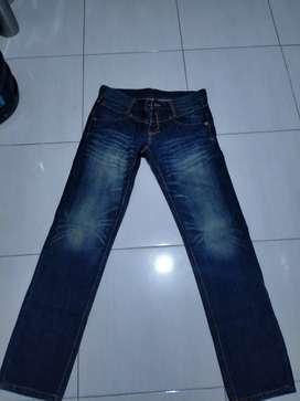 Jeans original kondisi like new masih bagus