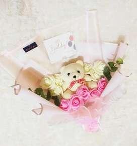 Buket boneka beruang mawar artificial