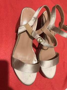Dijual Heels vinnci masih baru