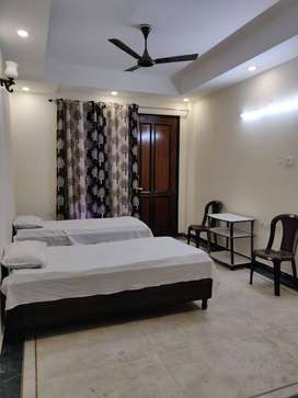 Paying Guest Accommodation for Girls/Ladies Sector 61 & Sector 71