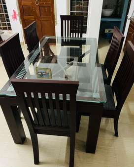 Mahagony Dining Table with 6 chairs