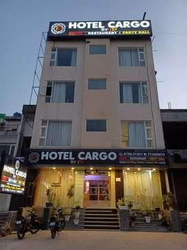Hotel main kam karne ke liye staff chahiye Boys and girls