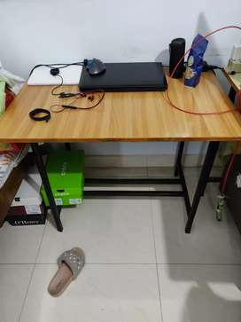 Study Table for Students Very Simple
