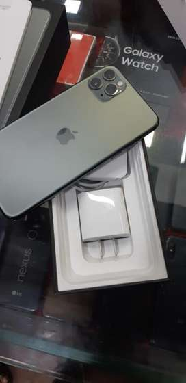 iPhone 11 pro max 64GB green only box open 11/1/2020 bill date