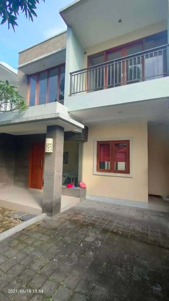 Rumah Villa Di  Jalan  Merta Ayu Kerobokan  Kuta U Badung Seminyak,Dll