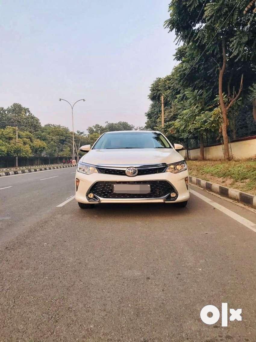 Toyota Camry 2012-2014 Hybrid, 2017, Petrol 0