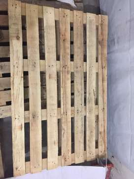 Wooden (pallets)