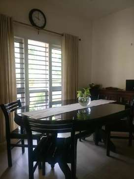 Best condition dining table and 6 chairs