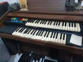 Piano organ merek lowrey edition