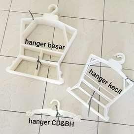 Hanger pakaian besar BEKAS