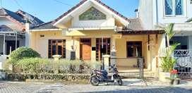 Rumah Mewah Terawat Dalam Perumahan Purwomartani Ada Kolam Renang