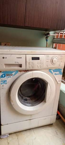 Fully automatic washing machine in good condition.