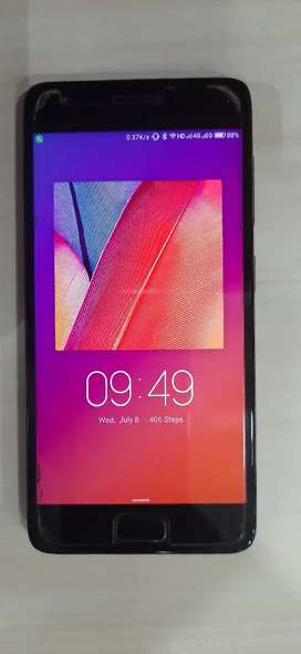 Lenovo ZUK Z2 phone in very Good condition with BOX cover and  Charger