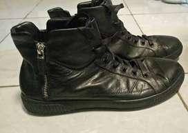 Sepatu Pria Prada