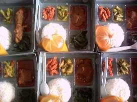 Nasi kotak ayam rendang