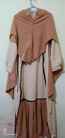 Gamis syar'i warna krem kombinasi coklat