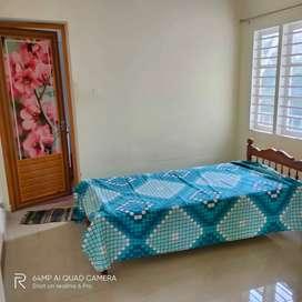 Rooms for rent (top floor)