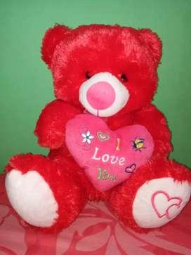 Boneka beruang warna merah