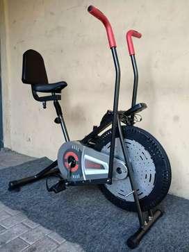 Sepeda statis 2in1 sandaran