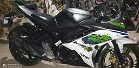 Yamaha R15 version 2 (single hand used bike)