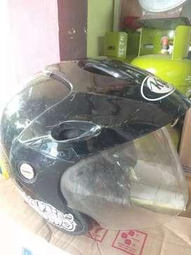 Jual helm KYT hitam