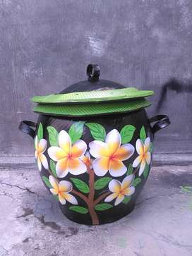 Tong sampah yang cocok untuk halaman rumah