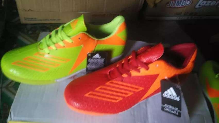Sepatu FUTSAL terbaru 0