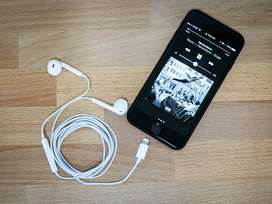 Iphone 7 128GB in excellent conditions with original accessories