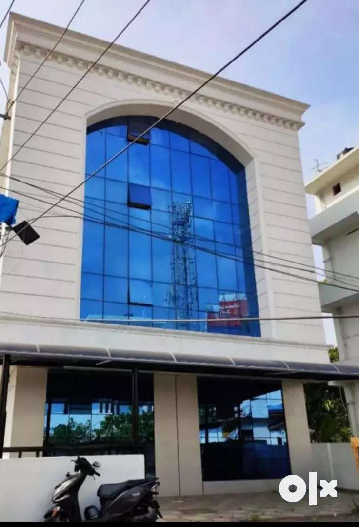 Kalamassery pathadipalam 8cent 7600sqt Commercial building 4.25cr 0