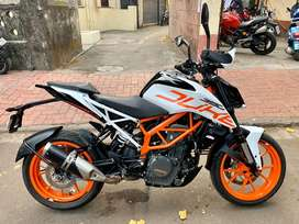 KTM DUKE 390 2018 model 1st owner white colour 6000km