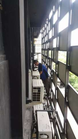Perawatan rutin AC isi freon panggilan area Surabaya (TOMMY AC)