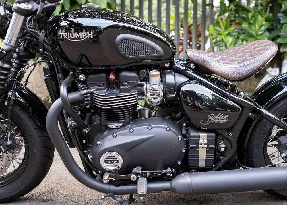 Triumph Bobber Black sangat istimewa