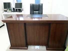 Meja dan Kursi Direktur/Manager High Quality
