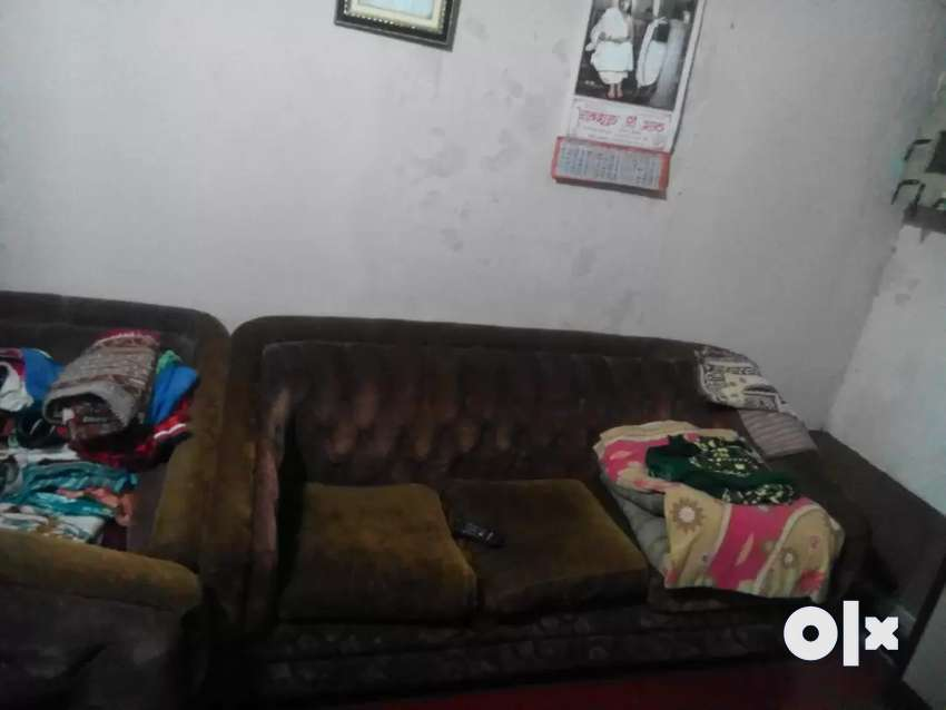 Good condition sofa 0