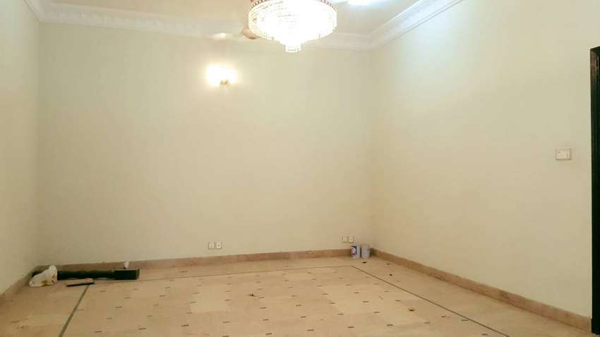 For Sale | 250 Sqyd Well Maintained House In Block 7 Gulshan-e-Iqbal 0