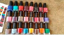 Peel nail paints in 25 colors