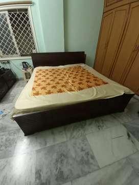 Cot kingsize (box type) with 2p mattress