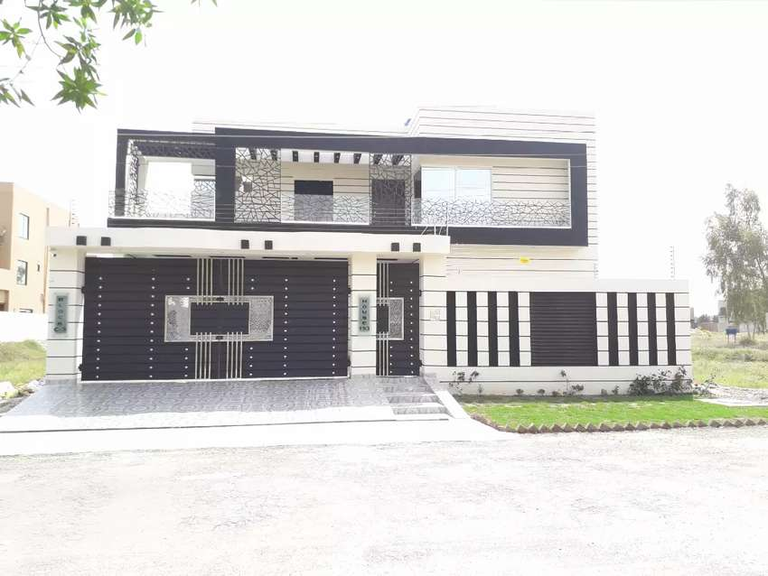 Luxury beautiful brand new designer  made house 1 kanal house 0