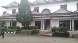 Dijual Hotel di dekat Taman safari Cisarua