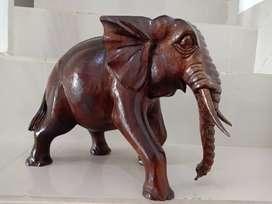 Patung Gajah dari Kayu Mahoni Tinggi 25 cm, Panjang 35 cm.