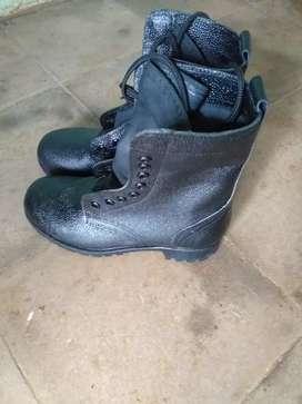 Sepatu P D L Satpam