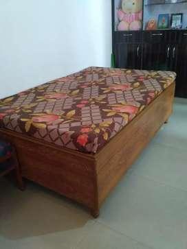 Diwan (single bed,)