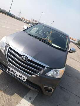 Very good condition car top model Innova personal used